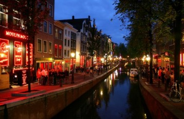 The Red Light District Amsterdam is a beautiful area and the later it ...